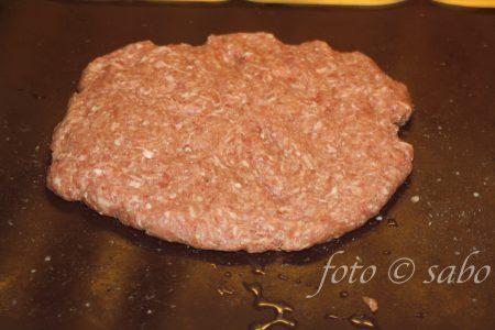 Frikadelle mit Mozzarella gefüllt (Low Carb / Keto)