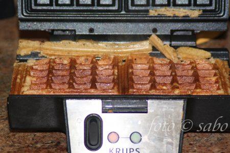 Einfache Chaffles - Grundrezept (Low Carb / Keto)